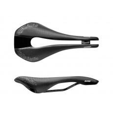 Cyklistické sedlo Selle Italia NOVUS SuperFlow Endurance TM L3 - černá